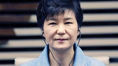 朴槿惠正被拘留候审。