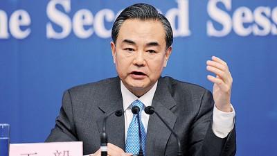 中国外交部长王毅在通话中重申,防止朝鲜半岛生战是最符合中俄共同利益。