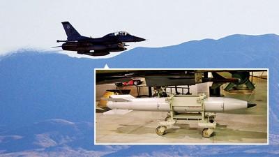 投掷实验由F-16战机进行。B61-12(小图)重力核弹是B61的最新版本。