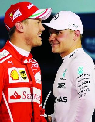 博塔斯夺杆后,与维泰尔(左)谈笑风生。