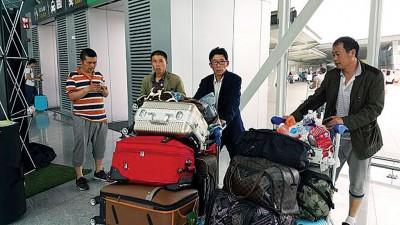 河南省的农民工将于周末夜增加飞机返回中国。