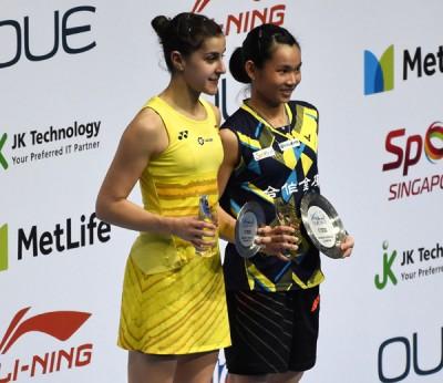 戴资颖再以两局斩落奥运冠军卡罗丽娜玛琳(左)。