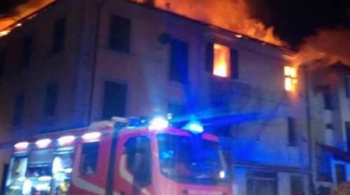 当时火势猛烈。