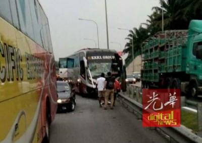 肇祸交通工具包括一部长巴,与2这部小车。