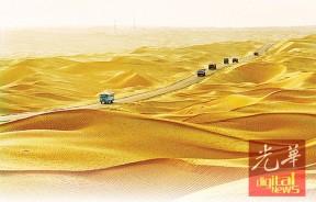 金黄色沙漠公路
