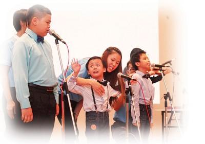 小天使们唱出热情,拥抱美梦。