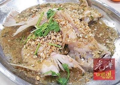 酱蒸金凤鱼(红非洲)被形容为餐桌上最经济的极品享受。