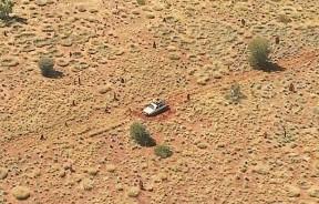 二人被困内陆沙漠。