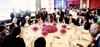 纳吉、国际交易和工业部长拿督斯里慕斯达法和戴良业(右2)列席马来西亚——印度商务论坛和午餐会。