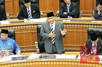 萨菲里说,玻立法议会大厦还未取得完工认可证书。