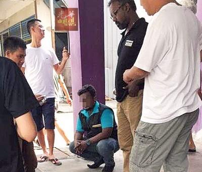威南警方介入调查后,已逮捕该名男子,并证实对方是冒充市政局官员作案。