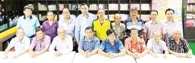 吉南华教发展工委会将于6月中旬举办校地课题交流会,希望校方届时能出席,前排左4为潘光耀。