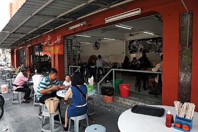 已做好清理工作的龙记点心茶楼,日前已获卫生局允许重新开业。