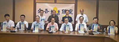 吴维城(右2)、骆贵清(右3)、国中校长朱圣保(右4),李俊贤及胡万奔在发布会上宣布两场文娱活动。