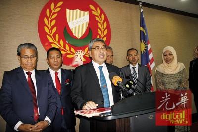 阿末巴沙宣布原本在4月24日公假的吉州,将在国家元首登基日公共假期翌日(25日)将进行补假。