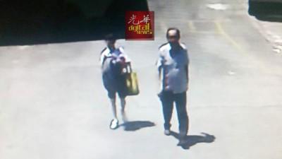 学校闭路电视摄录到该名可疑男子带著男生走回校园。