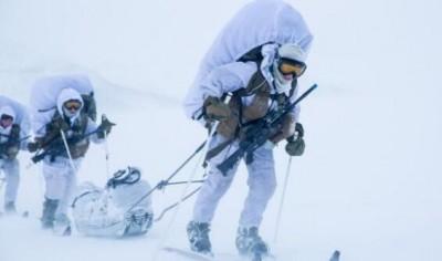 女兵的越野滑雪训练(图来源网络)