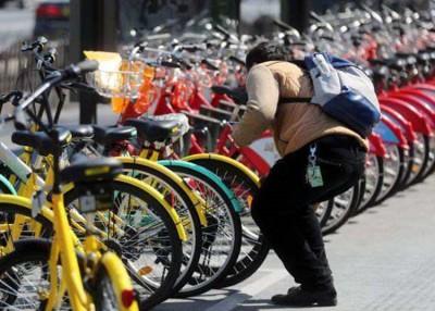 共享脚车在中国十分流行,惟仍不时出现系统故障,出现滥收费用的问题。