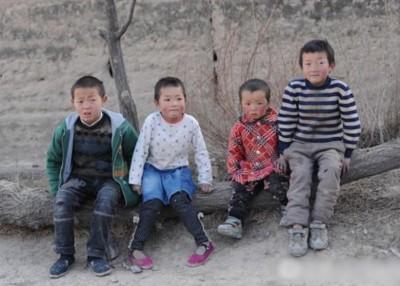 马飞燕向禹小琴哭诉她家的困难情况,癌症晚期的痛苦已经让她难以忍受,惟最让她放不下的还是4个孩子。