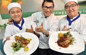 金厨烹饪厨艺学院院长 -- 李明胜(中)