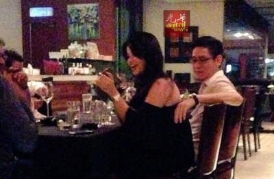 一组疑似再里尔和黛安娜的动作亲昵照片,日前在社交媒体广传传。