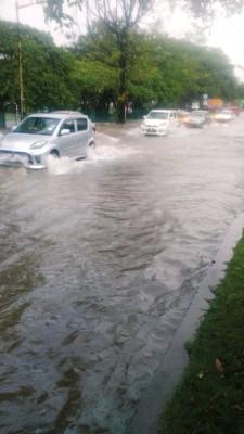 皇宫路淹水。