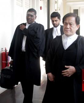 辩方林冠英与彭丽君由律师即雷尔与郑宝德等人代表出庭。