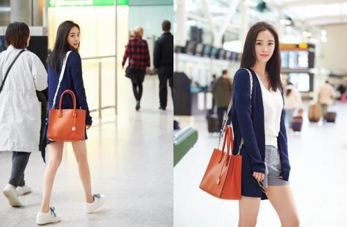 杨幂机场再现招牌辣腿,回眸一笑秀高颜值。