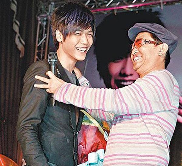蔡旻佑(左)曾是吴宗宪旗下艺人,如今已经分道扬镳。