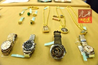 警方起获多个手表、金项链及戒指。