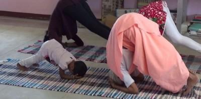 娜娜马尔(右)期待用瑜伽发扬光大。