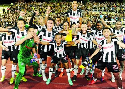 彭亨时隔3年后杀进马足总杯决赛,球员们赛后欣喜若狂。