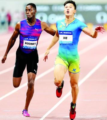 谢震业(右)提升了全国纪录0.04秒。