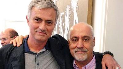 国足新可以温加达(右)同曼联主帅穆里尼奥私交甚笃。