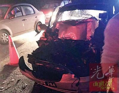 黄建森驾驶的轿车毁坏不堪。