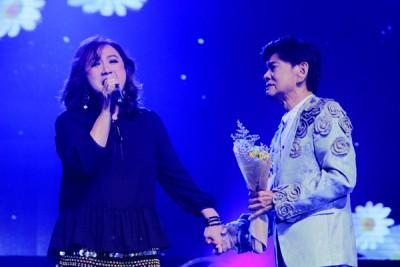 林秋燕亲手牵昌哥献歌《自只有在你》,场面感动。