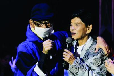 傅志坚(坚叔)黑现身于演唱会给昌哥惊喜。