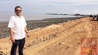"""纳西尔巡视""""阿曼海洋""""(Aman Laut)综合发展区计划的填海工程。"""