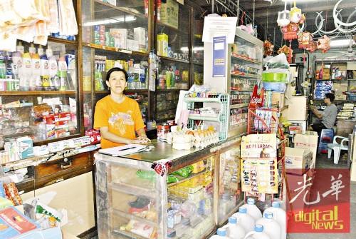 吴曼玲将一生奉献给父亲传承下来的传统杂货店。