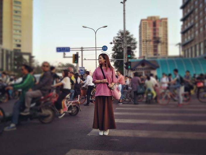 Selina贴出街拍照时,忍不住诉说出对爷爷的思念之情。