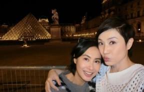 朱茵和陈法蓉一起出席康城影展,她们於巴黎街头不断自拍,留下美好回忆。