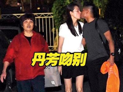 林丹当出征苏杯前和谢杏芳吻别,别为林丹妈妈。