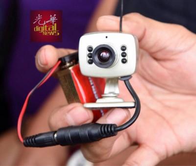 匪徒利用微型监视器,监视目标的住家,伺机作案。