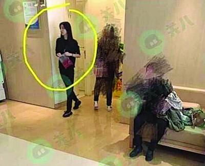 王思聪的网红女友豆得儿被拍到去医院做检查。