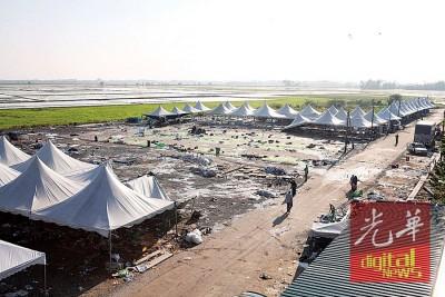 相当伊党全国代表大会而要的展销会场地,经验一集风灾后的全景。