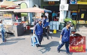 曹观友:为保障槟岛市政厅执法人员在执法时的人身安全,市厅或会在日后要求辅警(Polis Bantuan)陪同执法员出勤执法。