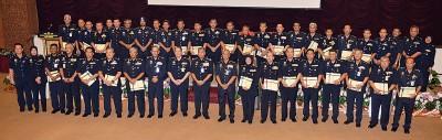 卡立(左10)到2017年警官设备研会闭幕仪式后,跟各国警官合照。