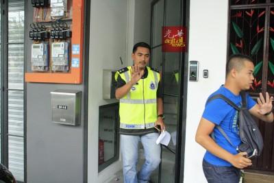 武吉安曼警方今日突击搜查JJPTR霹雳路总部。