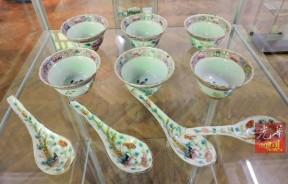 老槟城使用过的这些娘惹汤匙碗杯都已身价百倍。