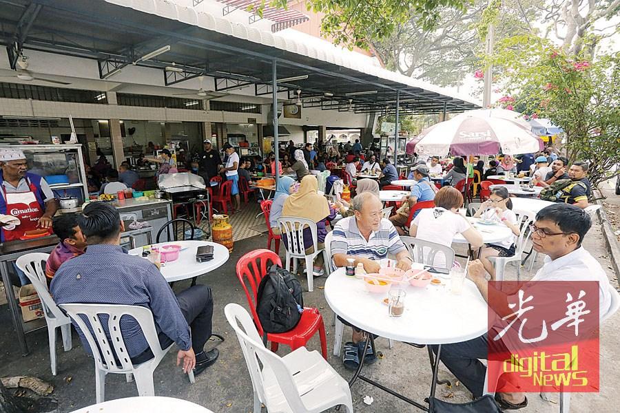 新好来活茶餐室老东主一个小小的决定,成就了各族和谐用餐的环境。